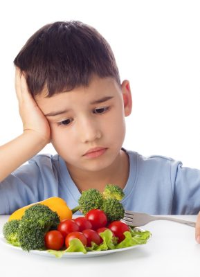 4 Trik Mengatasi Anak Susah Makan