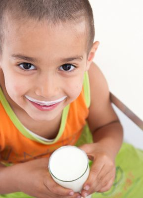 4 Manfaat Susu Berkalsium Tinggi